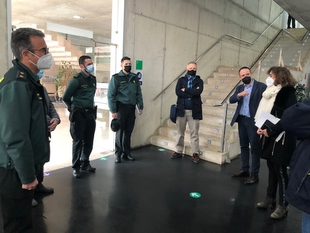 La consejera para la Transición Ecológica se reúne con el teniente coronel de la Guardia Civil para reforzar la vigilancia medioambiental