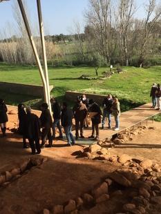 Responsables de la Junta de Extremadura visitan las obras de mejora acometidas en el Centro de Interpretación de Cancho Roano