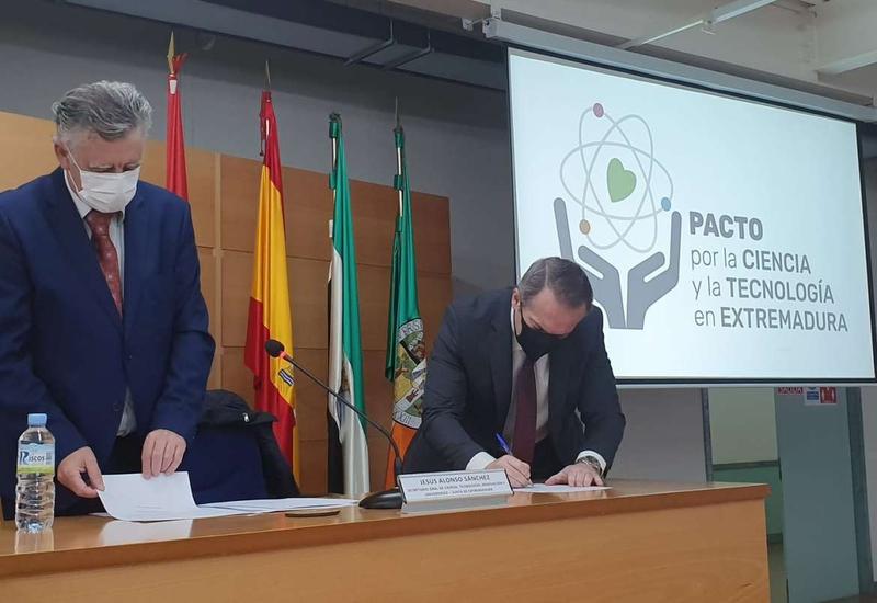 La UEx y centros de investigación extremeños firman la adhesión al Pacto por la Ciencia y la Tecnología en Extremadura