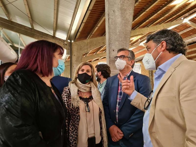 Begoña García destaca la importante labor del cooperativismo agroganadero en la región durante la visita a las instalaciones de Copreca