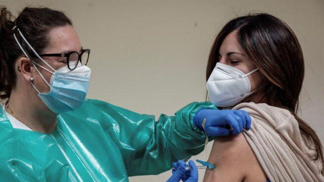 Extremadura es la segunda comunidad autónoma con más población vacunada con al menos una dosis contra el covid-19
