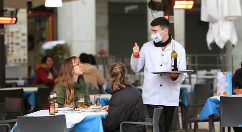 La Junta paga en diez días casi 9 millones de euros de ayudas para la recuperación y reactivación de la hostelería, el turismo y el comercio