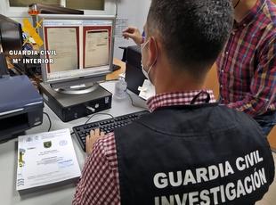 La Guardia Civil desarticula una banda criminal que suplantó la identidad de 17 personas para llevar a cabo estafas comerciales
