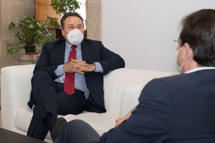 Vara se reúne con el embajador de Cuba