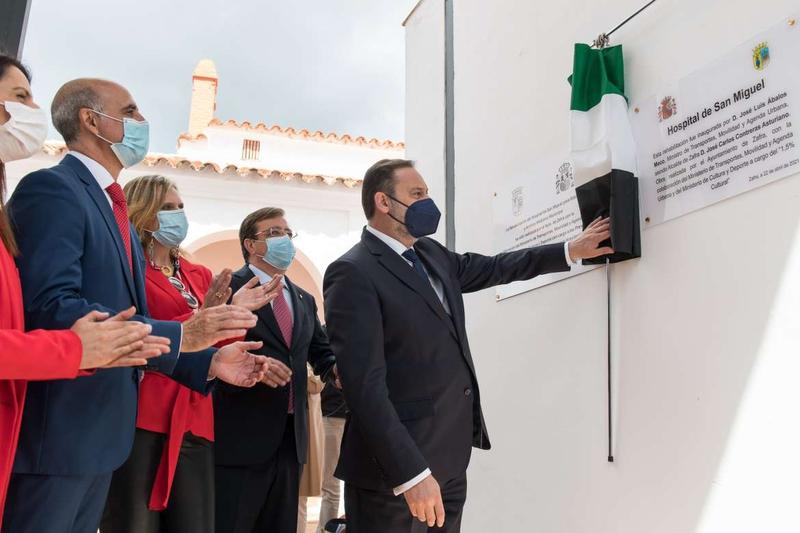 Ábalos inaugura la Biblioteca y Archivo Histórico San Miguel de Zafra