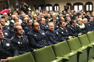 Publicadas las órdenes que conceden las medallas por permanencia, mérito y reconocimiento a 46 agentes de la Policía Local de Extremadura
