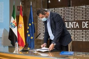 El paro registrado baja en 5.755 personas en abril en Extremadura en tasa interanual, casi un cinco por ciento