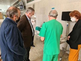 Rafael España acompaña al embajador de Alemania durante la visita al Centro de Cirugía de Mínima Invasión Jesús Usón