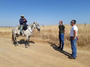 El secretario de Población y Desarrollo Rural asiste en La Cumbre y Trujillo a una etapa de trashumancia de dos ganaderías extremeñas