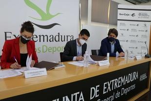 La Fundación Jóvenes y Deporte e Ibercaja firman un acuerdo que amplía su colaboración