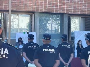 Begoña García destaca la importancia de la Policía Local en la entrega de nuevos despachos