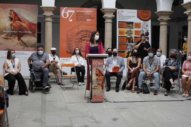 La consejera de Cultura afirma que el Festival de Mérida es el mejor escenario para mostrar el extraordinario momento de las artes escénicas extremeña