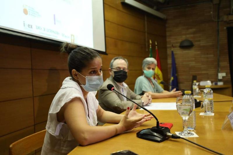 Gil Rosiña defiende la necesidad de tener mirada de género en la cultura