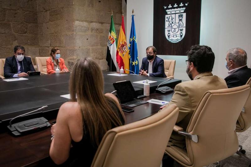 Guillermo Fernández Vara preside la constitución del Consejo de Concertación Social y Económica de Extremadura