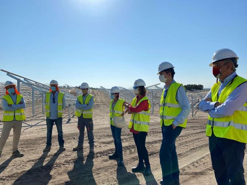 La consejera para la Transición Ecológica y Sostenibilidad visita la planta fotovoltaica de Tejeda de Tiétar