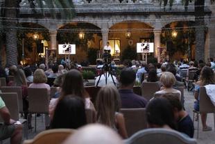 Las consejeras Gil Rosiña y Flores Redondo sisten a la inauguración de la IV Muestra de Cine de La Vera