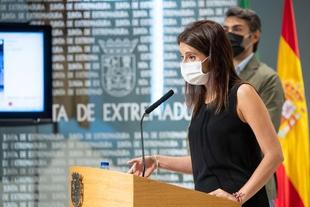 La consejera de Cultura asegura que el paso de la vuelta ciclista por Extremadura ha supuesto un motor económico para el turismo regional