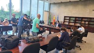 Las dos alumnas del CEIP Alba Plata acuden a clase con mascarilla tras resolverse el conflicto gracias a la mediación
