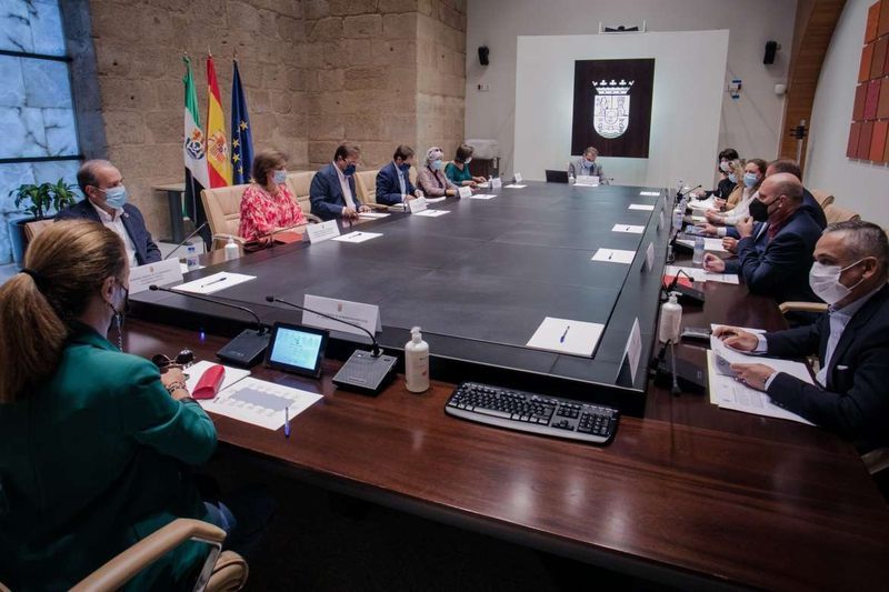 Guillermo Fernández Vara preside la reunión anual del Consejo de Capitalidad de Mérida