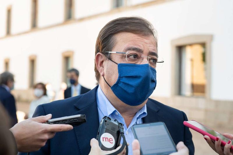 Fernández Vara valora la profesión del periodismo frente al exceso de información