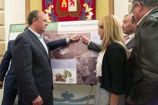Monago anuncia una inversi�n de 4,4 millones de euros en dos a�os para construir el Aer�dromo de C�ceres