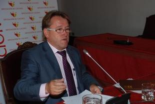 Del Moral destaca las inversiones de Rajoy en el AVE y el PREx-CREx dice que el tren es una