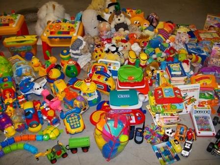 cruz roja pone en marcha una campaa para recoger juguetes para ms de nios en dificultad social en extremadura