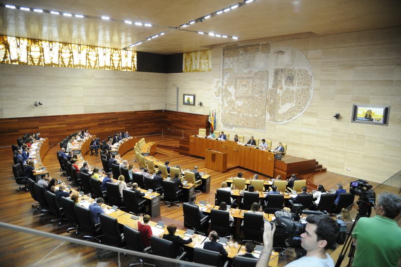 La Asamblea de Extremadura aprueba una iniciativa con la que se pide suspender la LOMCE en la regi�n