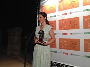 Aitana S�nchez-Gij�n dedica su premio a sus compa�eros de profesi�n �que no s� por qu� se empe�an en seguir viviendo de este oficio que aman�