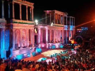 Unos Ceres contra el IVA del 21% y con la incertidumbre sobre su futuro ponen el broche al Festival de Teatro de M�rida
